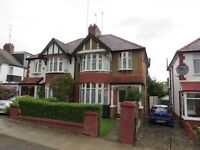 3 bed semi-detached house with 2 receptions to rent in Hollickwood Avenue, Finchley N12 £1895pcm