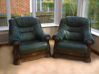 A PAIR OF CONTEMPORARY STYLE - SOLID OAK - LEATHER ARM CHAIRS IN FABULOUS CONDITION