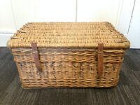 Antique/Vintage Wicker Hamper/Coffee Table/Storage/Basket/Trunk/Box