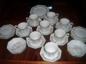 JOHNSON BROTHERS 'ETERNAL BEAU' 32 PIECE DINNER TEA SET