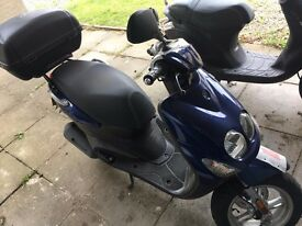 Yamaha YN 50 F NEOS 2009 Scooter / Moped (with top box)