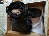 Salomon Mens snowboarding boots. UK Size 9 1/2. Barely used.