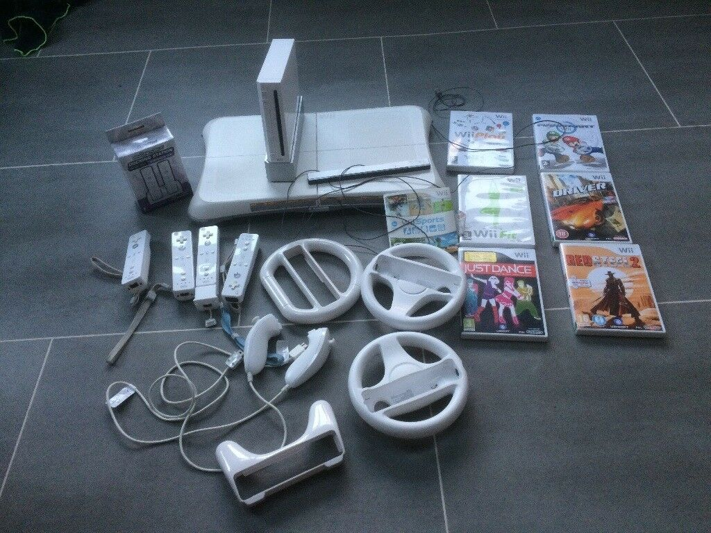 Nintendo Wii Console, 4 controllers and 7 games.