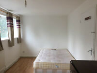 Extra large DOUBLE ROOM TO RENT - WALKING DISTANCE 20 MINUTES TO DOCKSLAND, CANARY WHRAF