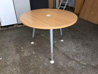 HERMAN MILLER CIRCULAR 1000 mm DIAMETER HEIGHT ADJUSTABLE MEETING TABLE BEECH