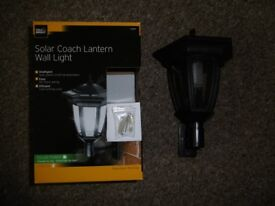 Gardman Solar Outdoor Garden Coach Wall Lantern Light Cole & Bright