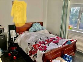 Double room to let in East Acton suit couple or single person