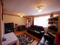 1 Hyde Park Close - HOUSE SHARE - 1 room available **ALL BILLS INCLUDED**