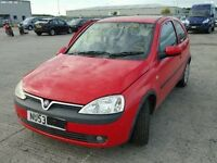 Vauxhall Corsa C Z10XEP Y547 flame red breaking for spares.