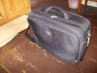 Wheeled laptop case with padded laptop compartment