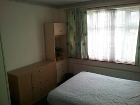Nice Double Room in Edgware
