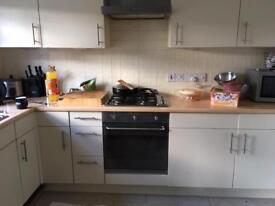 3 Bedrooms Detached house - to rent short term