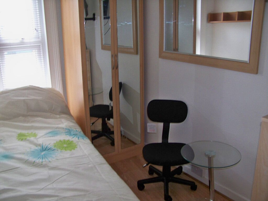 Cozy Single Room for Single Professional All Bills & Council Tax included.LEWISHAM SE137LH ZONE 2