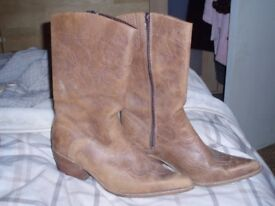 Distressed cowboy style winter boots size 7 (other items)