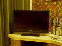 SONY BRAVIA 32 inch; LCD HDTV - IN GREAT CONDITION - NOW ONLY £75 - FULL DEMO ON COLLECTION