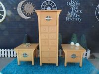 STUNNING OAK BEDROOM SET VERY TALL CHEST OF DRAWERS AND 2 BEDSIDE CABINETS