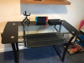 Glass desk in 'Storm Black'