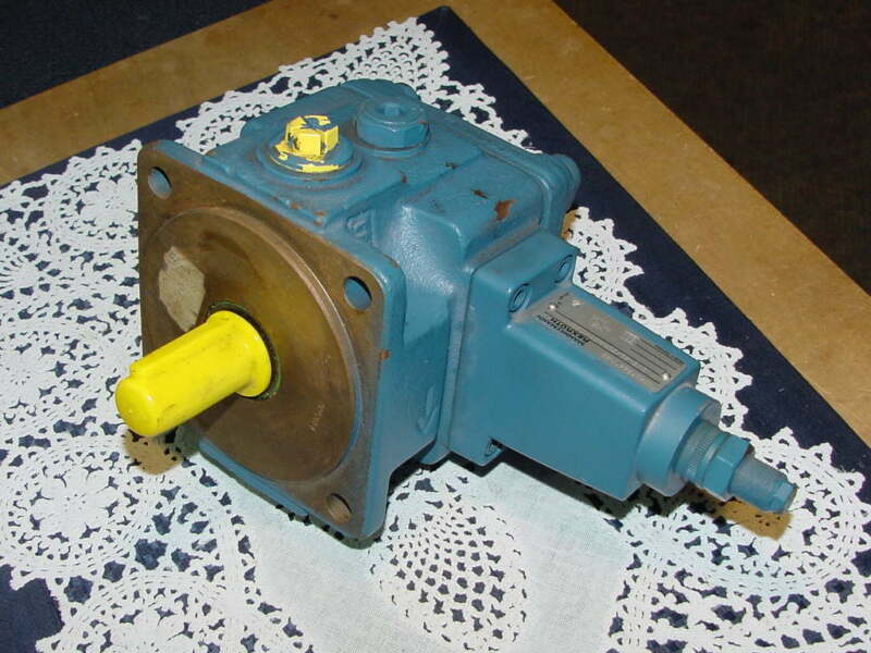 Mannesmann Rexroth 1PV2V3-45 / 25R01MC25A1, Direct Controlled Vane Pump, NEW!