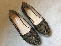 Kurt Geiger flat shoes. Size 7