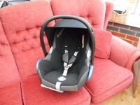 MAXI-COSI CABRIOFIX 0-13KG WITH CHEST PADS AND SUN COVER BLACK REFLECTION CAR SEAT EXCELLENT CONDIT