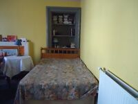 FORTNIGHT LET FRIDAY 20TH JAN. - FRIDAY 3RD FEB. VERY LARGE DOUBLE ROOM IN GARDEN FLAT