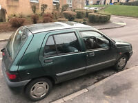 Renault clio rn 1.2 petrol p-reg 1997! Mot 1 day left! Runs and drives! Spares or repaires £100!!!