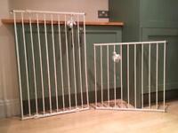 Set of 2 pet/children non-trip sturdy stair safety gates.