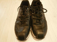 Nike size 9 black leather golf shoes in great condition