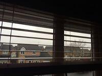 Wooden blinds that drop 120 cm.