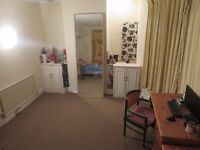 Large Double Room, £370 monthly in advance, no deposit, bay windows, lovely views, sink