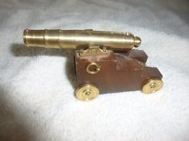HMS Glasgow Brass & Teak souvenir cannon, made from scrapped warship