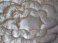 Goose down quilt in vintage pattern