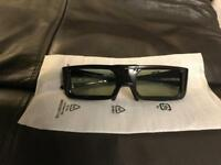 3D glasses for Panasonic TV, barely used. IR Bluetooth.