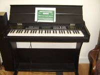 Electronic keyboard 61 keys professional performance128 rythms 136 timbres, record, pedal etc.