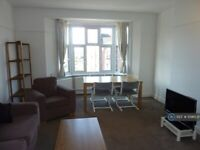 3 bedroom flat in Frognal Court, London, NW3 (3 bed) (#1096531)
