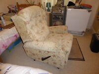 ARMCHAIR WITH LEVER ARM FOOTREST