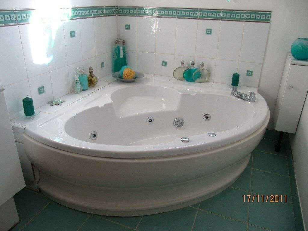 LARGE LUXURY CORNER JET SPA BATH | in Southampton, Hampshire | Gumtree