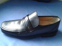Men's black leather shoes - Clarks size 9 1/2 wide