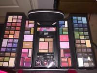 Makeup set in carry holder