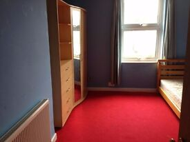 Nice large double room with double bed on Ashley Road, Parkstone