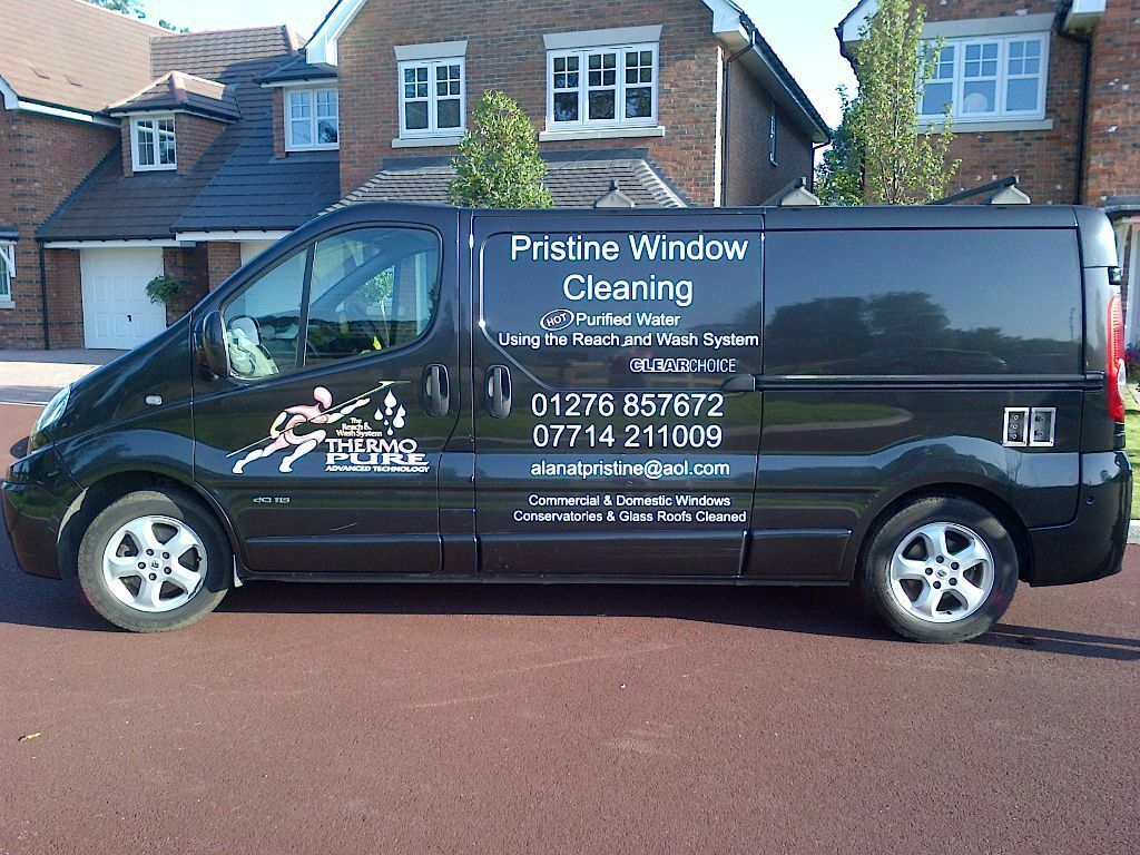 window cleaning van renault trafic sport with ionic hot water system potential to earn 1k. Black Bedroom Furniture Sets. Home Design Ideas