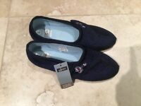 Pair of women's slippers size 6