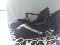 New never worn women's dancing shoes 7 wide