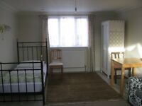 Large ensuite room for one person in Acton central - W3