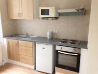 099Y-HAMMERSMITH- MODERN DOUBLE STUDIO FLAT, FURNISHED, BILLS INCLUDED EXCEPT ELECTRICITY- £260 WEEK