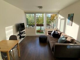 3 bedroom flat in Clovelly Way, London, E1 (3 bed) (#1102665)