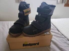 BRAND NEW boys size 11 winter boots