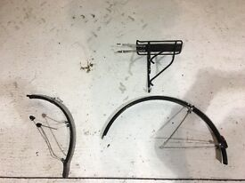 Set of mudguards and rear carrier rack