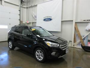 2017 Ford Escape SE - ONLY 1200KM + 4 WINTER TIRES!