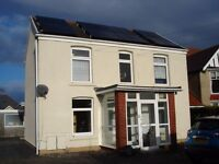 UPPER KILLAY, SWANSEA - LARGE 2 BED 1st FLOOR FLAT IN DETACHED HOUSE